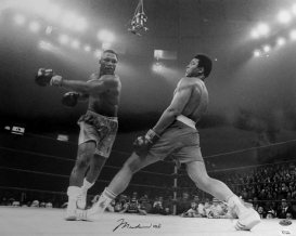 muhammad-ali-vs-joe-frazier-in-fight-of-the-century-madison-square-garden-in-new-york-city-new-york-1971